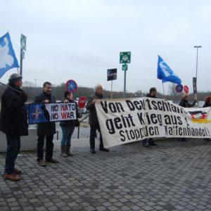 Protest der Antikriegs- und Friedensbewegung bereits beim Aptransport der Patriot-Einheiten im Januar 2013 über den Hafen in Lübeck-Travemünde