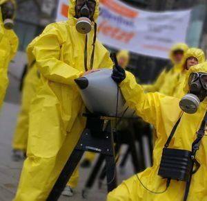 """Protestaktion: """"atomwaffenfrei jetzt"""" in der Kölner Innenstadt"""