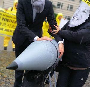 Protestaktion: Atomwafen ächten!
