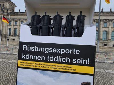 Aktion für ein Rüstungsexportkontrollgesetz vor dem Bundestag im Februar 2021
